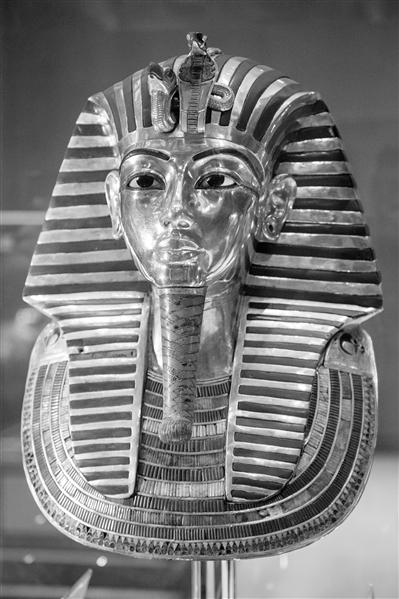 及博物馆拍摄的古埃及法老图坦卡蒙的纯金面具. 当日,埃及博物馆图片