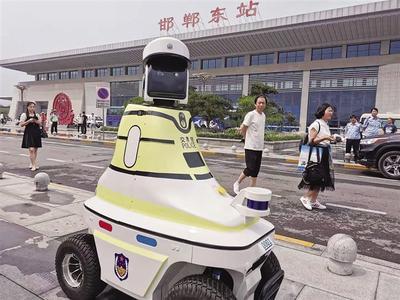 机器人交警上岗