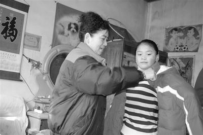 """【向上吧河北】保定爱心妈妈邝秀兰:300多个孩子一个""""妈"""""""